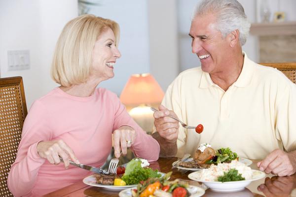 Những điều cần lưu ý trong việc lựa chọn thực phẩm cho người cao tuổi