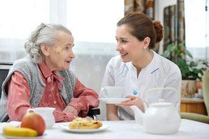 Những thực phẩm nào đe dọa sức khỏe người cao tuổi